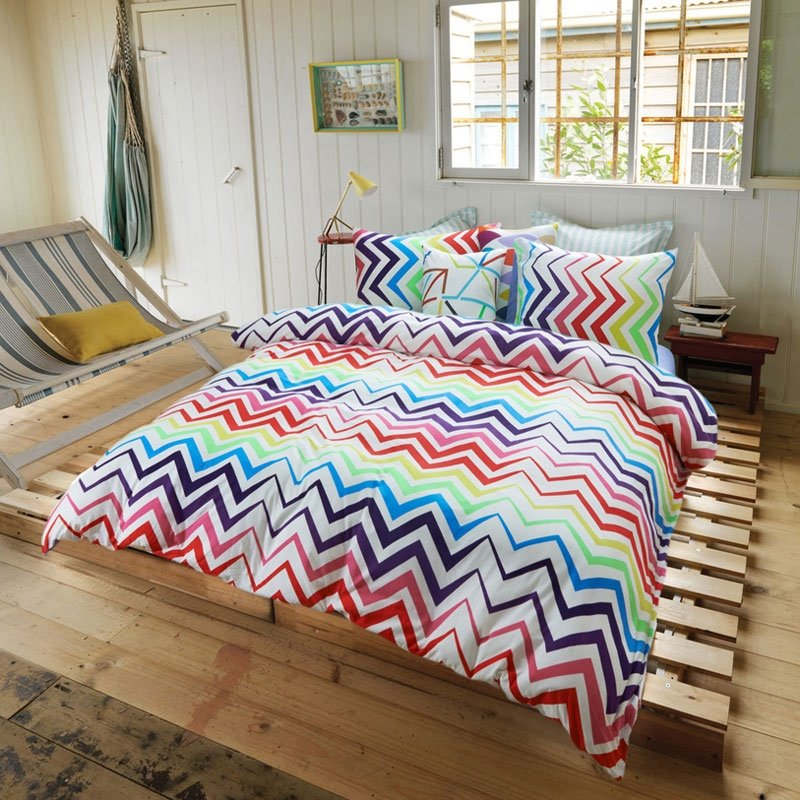 Red Blue and White Bright Colorful Zig Zag( Chevron ) Stripe Print Unique Luxury 100% Egyptian Cotton Full, Queen Size Bedding Sets