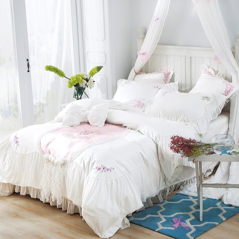Luxury White Lace Rosette Pattern Sophisticated Elegant Attached Dust Ruffle Feminine Full, Queen Size Bedding Sets