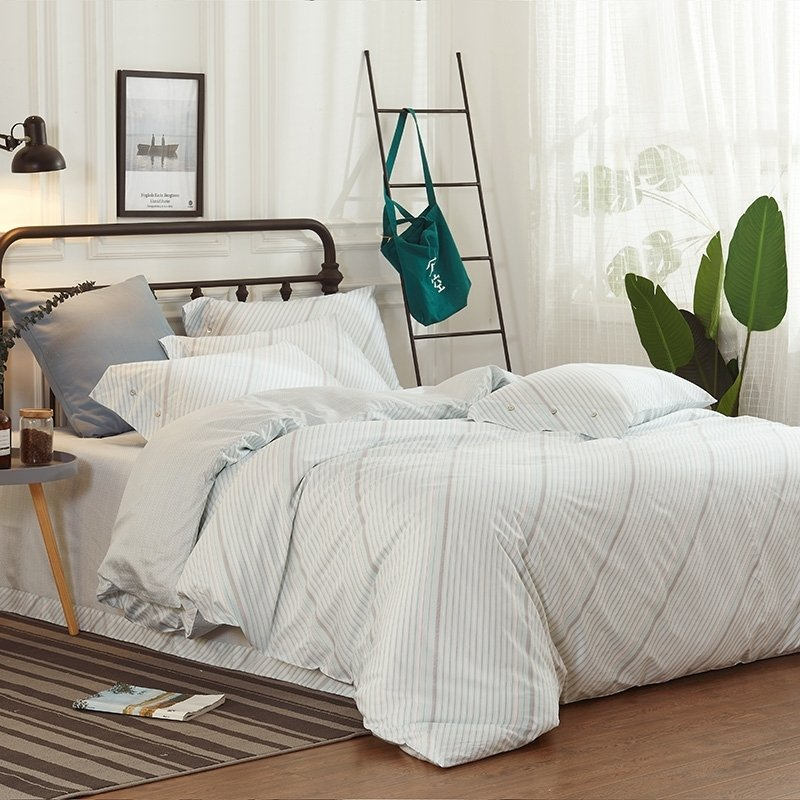 Hipster Beige and Gray Diagonal Stripe Print Shabby Chic Teen Vogue Full,  Queen Size Bedding Sets
