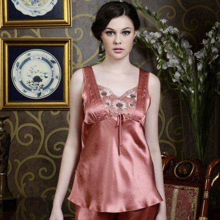 Solid Red Luxury Chrysanthemum Embroidered 2 Pieces V-neck Sleeveless Noble 100% Silk Satin Pajamas