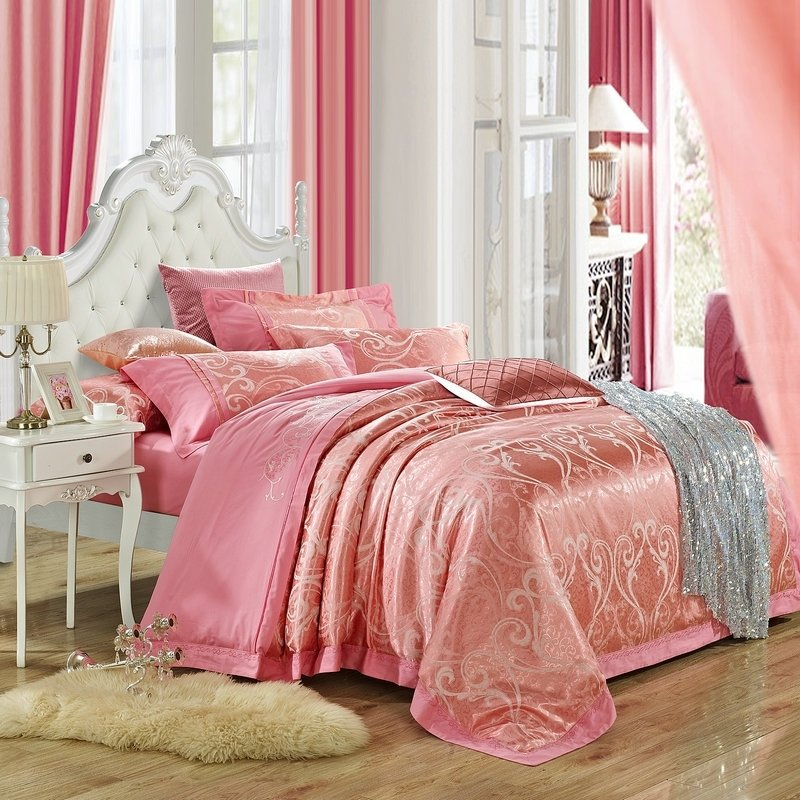 Luxury Amaranth Pink Scroll Pattern Indian Pattern Embroidered Design Sparkly Jacquard Full, Queen Size Bedding Sets