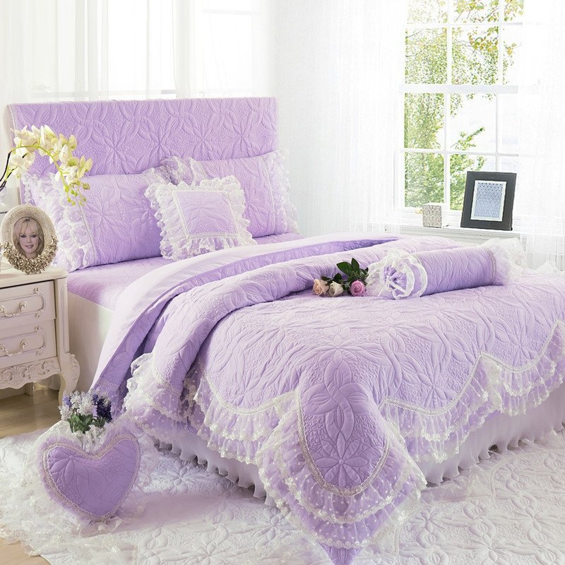 Beautiful Lavender Purple Floral Pattern Victorian Style with Quilted Bedspread Twin, Full, Queen Size Bedding Sets